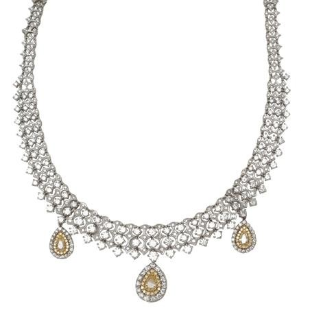 18K White Gold Necklace With Pear Shaped Diamond Drops